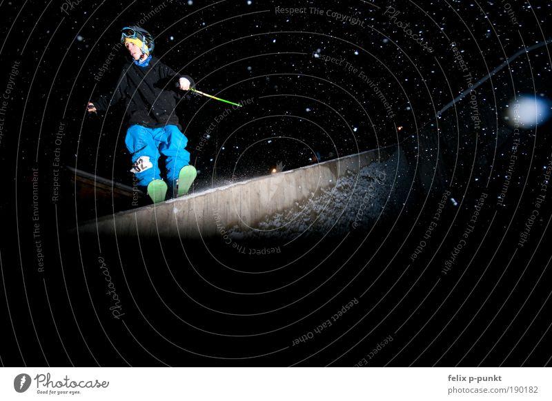 skifahren mal anders V Mensch Jugendliche Junger Mann 18-30 Jahre Erwachsene Schnee Stil Sport Spielen Lifestyle springen Schneefall maskulin Freizeit & Hobby