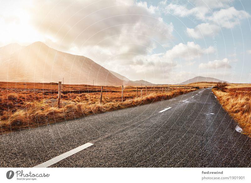 Long road ahead Natur Ferien & Urlaub & Reisen Sommer Sonne Landschaft Erholung Wolken Freude Ferne Berge u. Gebirge Straße Herbst Frühling Wege & Pfade Glück