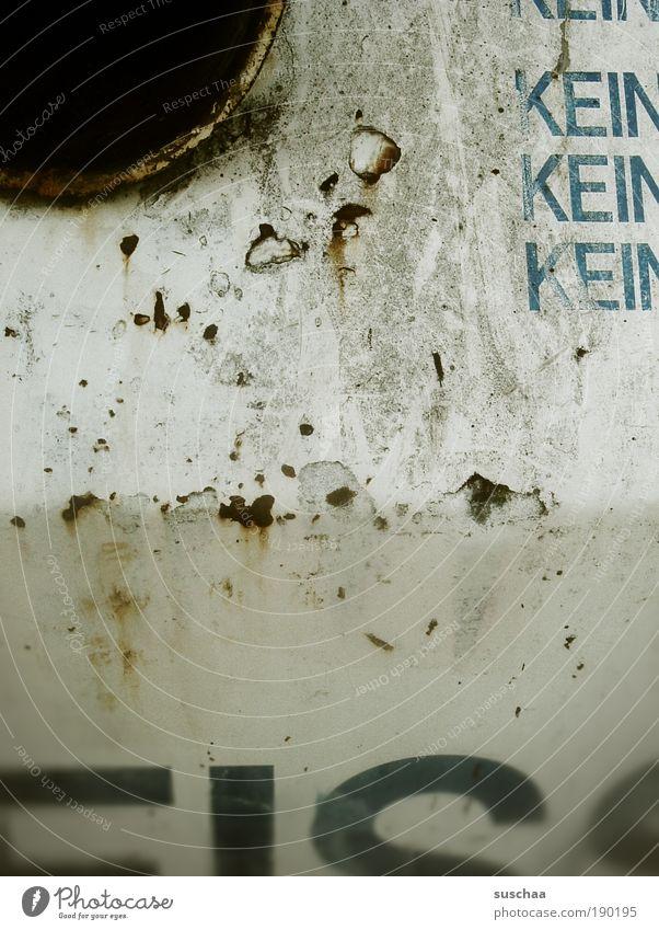 (bitte) kein EIS .. Metall Rost Schriftzeichen Ziffern & Zahlen kalt Umweltschutz Verbote Verfall Vergänglichkeit Zeit Loch Briefkasten Behälter u. Gefäße