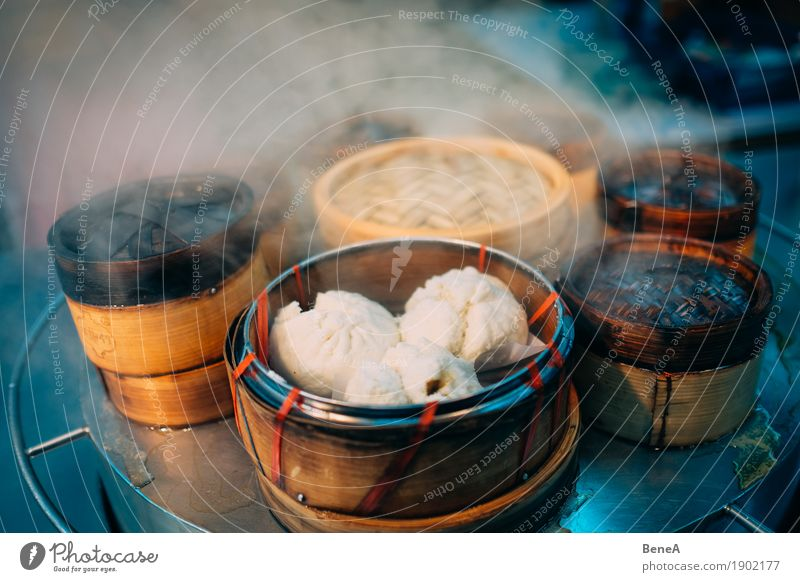 Teigtaschen in Bambuskörben in asiatischer Straßenküche Lebensmittel Teigwaren Backwaren Ernährung Fastfood Fingerfood Asiatische Küche Duft exotisch
