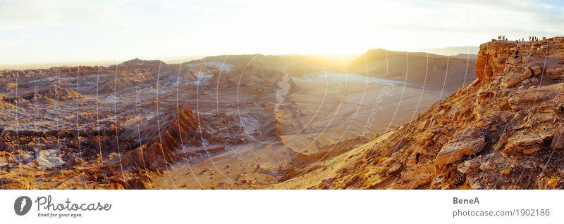 Touristen genießen Sonnenuntergang über Mondtal, Atacama-Wüste Ferien & Urlaub & Reisen Sightseeing Mensch Natur Sand entdecken erleben Tourismus Umwelt
