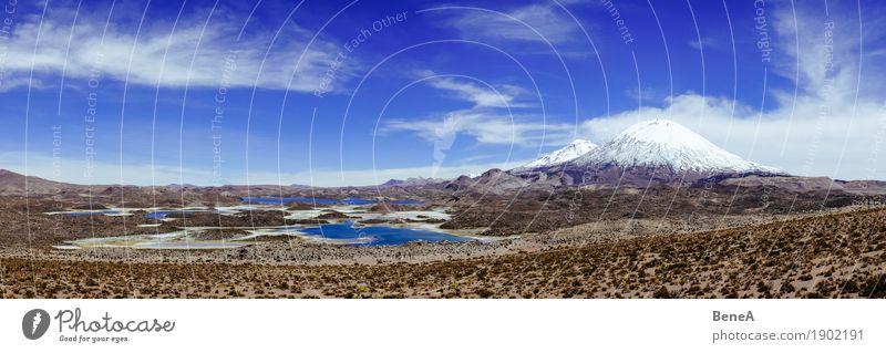 Panorama mit Laguna Cotacotani und Vulkan Parinacota in Chile Natur groß Unendlichkeit natürlich wild exotisch Ferien & Urlaub & Reisen Umwelt Umweltschutz