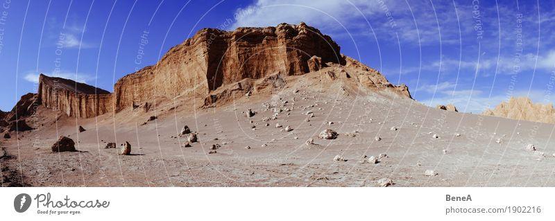 Kliffs, Felsen und Wüstenlandschaft im Mondtal der Atacama-Wüste Ferien & Urlaub & Reisen Tourismus Abenteuer Ferne Safari Expedition Natur Landschaft Erde Sand