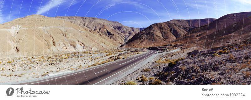 Paßstraße durch die Landschaft der Atacama-Wüste Ferien & Urlaub & Reisen Abenteuer Ferne Expedition Natur Wolkenloser Himmel Schönes Wetter Dürre Hügel Felsen