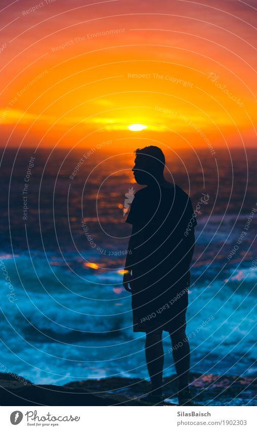 Mensch Natur Ferien & Urlaub & Reisen Jugendliche Junger Mann Meer Landschaft Freude Ferne Religion & Glaube Gefühle Senior Lifestyle Küste Sport Freiheit