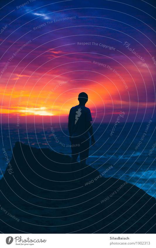 Natur Ferien & Urlaub & Reisen Jugendliche Junger Mann Landschaft Freude Ferne Leben Gefühle Lifestyle Freiheit Stimmung Ausflug wandern Abenteuer Coolness