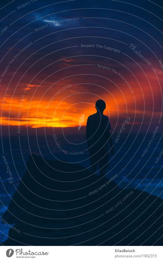 Mensch Natur Ferien & Urlaub & Reisen Jugendliche Junger Mann Meer Wolken Ferne Strand dunkel Leben Lifestyle außergewöhnlich Freiheit Wellen Angst