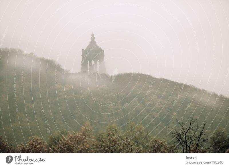 Germanenwald Natur Landschaft Wolken Herbst Nebel Baum Wald Hügel Sehenswürdigkeit Wahrzeichen Denkmal braun grau Porta Westfalica Wesfalen Nordrhein-Westfalen