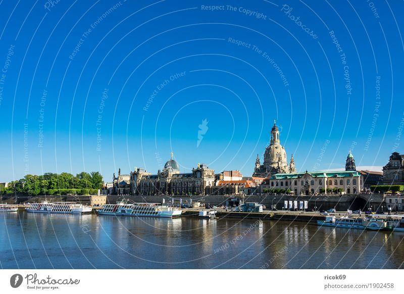 Blick über die Elbe auf die Altstadt von Dresden Ferien & Urlaub & Reisen Tourismus Studium Fluss Hauptstadt Architektur Sehenswürdigkeit Dampfschiff