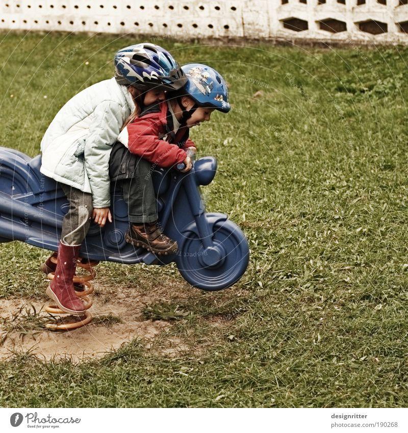 Spritztour Kinderspiel Ausflug Motorsport Spielplatz Mädchen Junge Geschwister 2 Mensch 3-8 Jahre Kindheit fahren Spielen Unendlichkeit wild Freude Glück