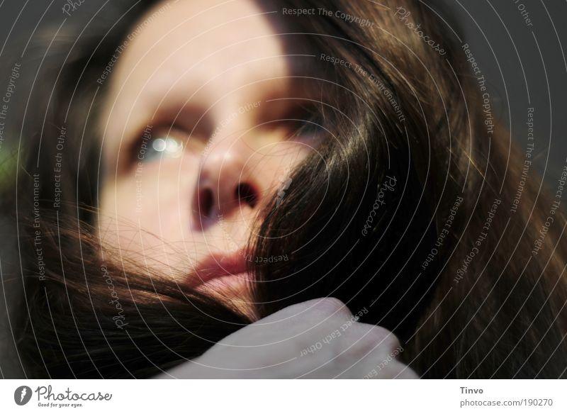 Both Sides Now feminin Frau Erwachsene Kopf Haare & Frisuren Gesicht 1 Mensch brünett langhaarig Gefühle Stimmung Zufriedenheit Verschwiegenheit Sehnsucht