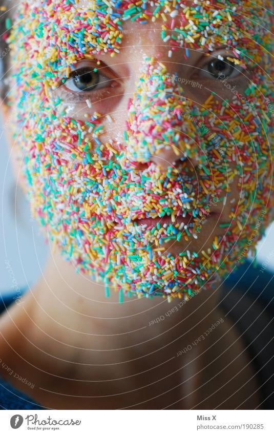 Zuckerstreusel Mensch Jugendliche Erwachsene Auge Junge Frau klein Kopf Gesicht 18-30 Jahre Lebensmittel Mund verrückt Porträt Ernährung süß Blick