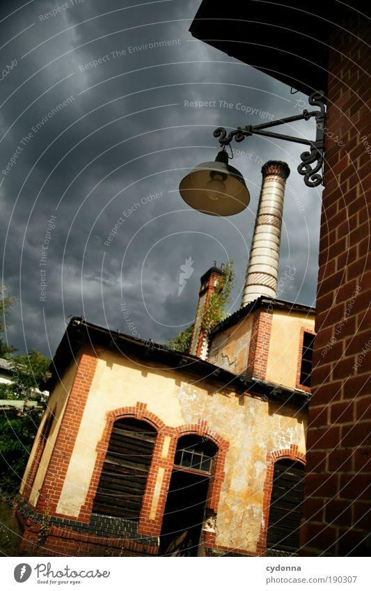 Endzeitstimmung Umwelt Gewitterwolken Unwetter Industrieanlage Bauwerk Gebäude Architektur Fenster Einsamkeit geheimnisvoll Leben Nostalgie stagnierend Verfall