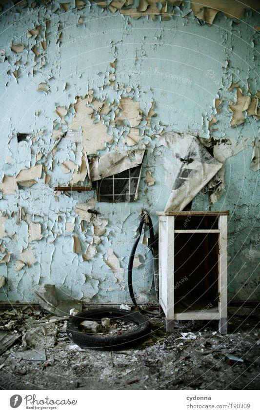 Renovier doch mal wieder ... ruhig Farbe Tod Leben Wand Mauer Zeit Raum Innenarchitektur kaputt Wandel & Veränderung Häusliches Leben Vergänglichkeit geheimnisvoll Kreativität Umzug (Wohnungswechsel)