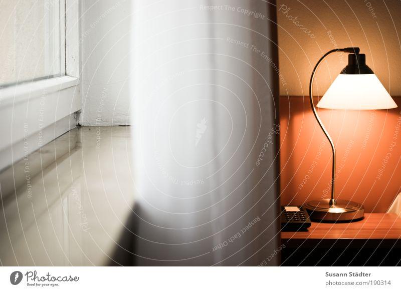 2 Seiten ruhig Leben Wärme Stimmung Lampe Beleuchtung Energiewirtschaft einfach Sauberkeit Warmherzigkeit Detailaufnahme Tisch Hotel Telekommunikation Vorhang