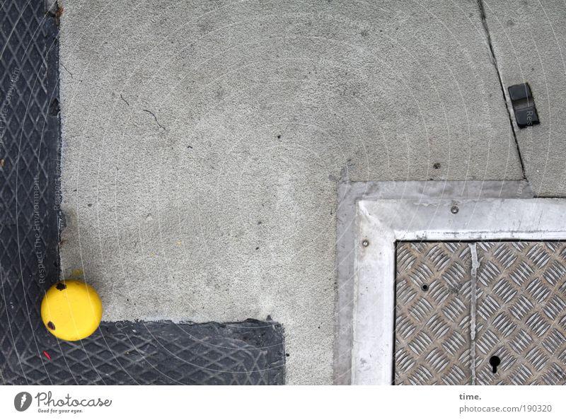 Op Fleetenkiek (II) elegant Stein Beton Metall Linie ästhetisch dünn eckig gelb grau Ordnungsliebe Baublech Metallwaren Bodenplatten Einrahmung Anlegestelle
