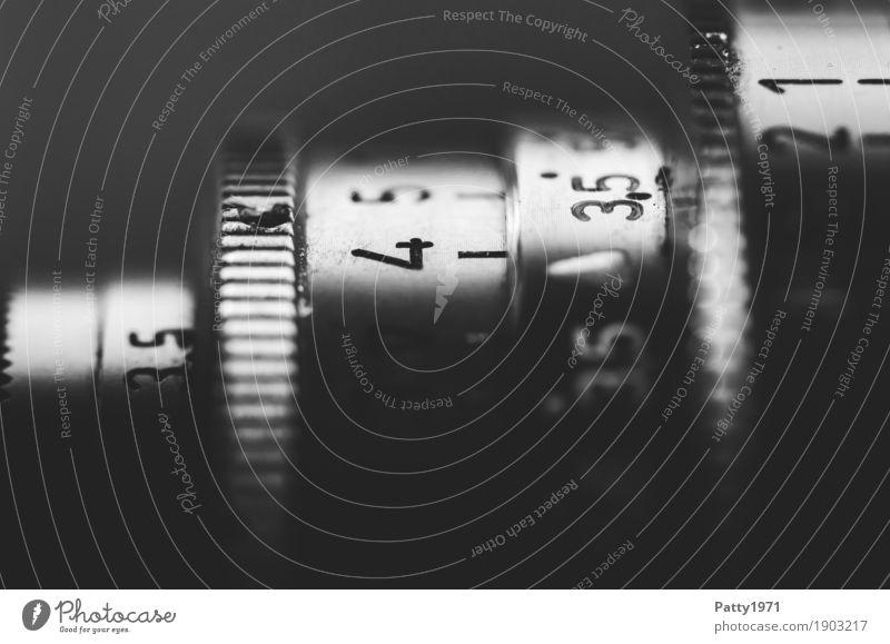 4 Fotografie Fotokamera Objektiv Skala alt retro Schwarzweißfoto Detailaufnahme Makroaufnahme Menschenleer Hintergrund neutral