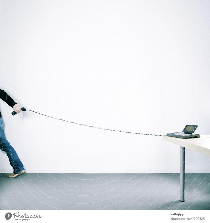 mobiltelefon Mensch Mann Hand Leben sprechen Arbeit & Erwerbstätigkeit Detailaufnahme Büro Fuß Ganzkörperaufnahme Beine Raum Erwachsene Arme Schatten Zeit