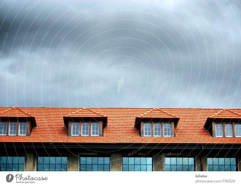 Factory Haus Industrieanlage Fabrik Bauwerk Gebäude Architektur Fenster Dach bedrohlich blau grau rot schwarz Aussicht Wirtschaftskrise Strukturen & Formen