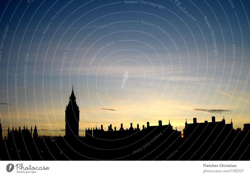 Big Ben's Skyline Flussufer Themse London England Großbritannien Europa Hauptstadt Hafenstadt Stadtzentrum bevölkert Haus Uhrenturm Dach Schornstein