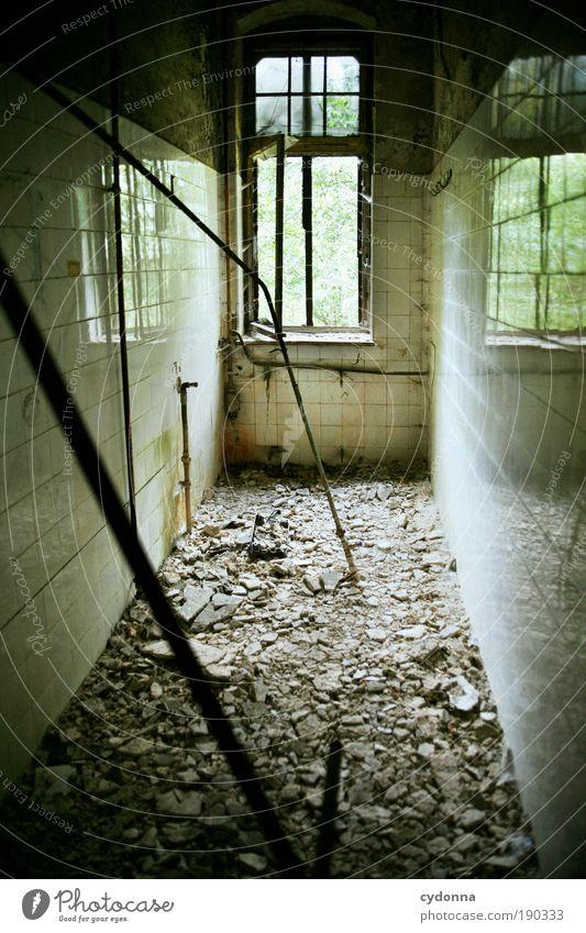 Runtergekommen Häusliches Leben Renovieren Innenarchitektur Raum Gebäude Mauer Wand Fenster Einsamkeit Endzeitstimmung geheimnisvoll Idee Misserfolg ruhig