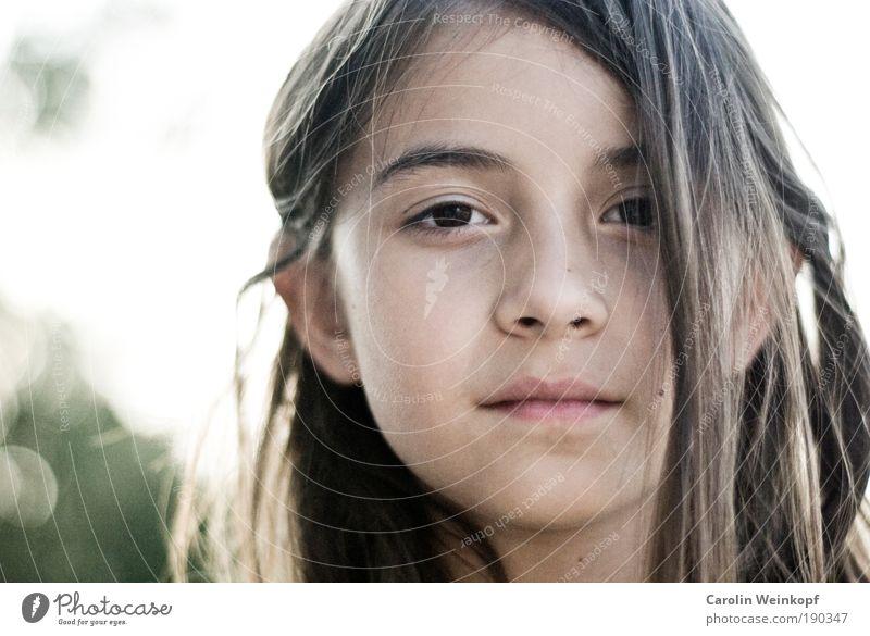 Schwesterherz. Kind Jugendliche weiß grün schön Mädchen Auge Haare & Frisuren Porträt Gesicht braun Kraft Mund natürlich Nase authentisch