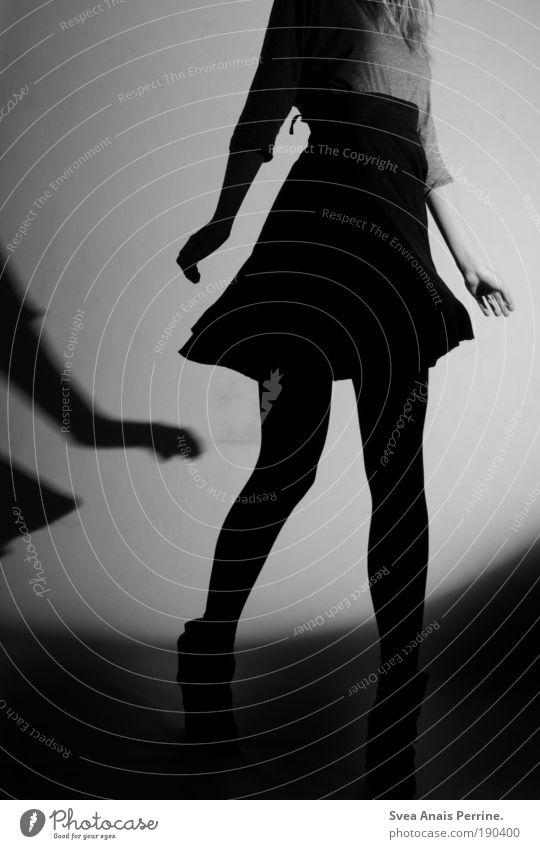 dancing in the moonlight elegant Stil Design ausgehen feminin Junge Frau Jugendliche Arme Hand Beine 1 Mensch 13-18 Jahre Kind Bekleidung Hemd Rock Strumpfhose