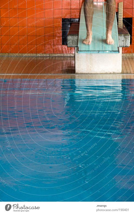 Sprungkraftverstärker blau Wasser Freude Farbe Leben Sport springen Beine Fuß orange Kraft Freizeit & Hobby Schwimmen & Baden maskulin Mensch Beginn