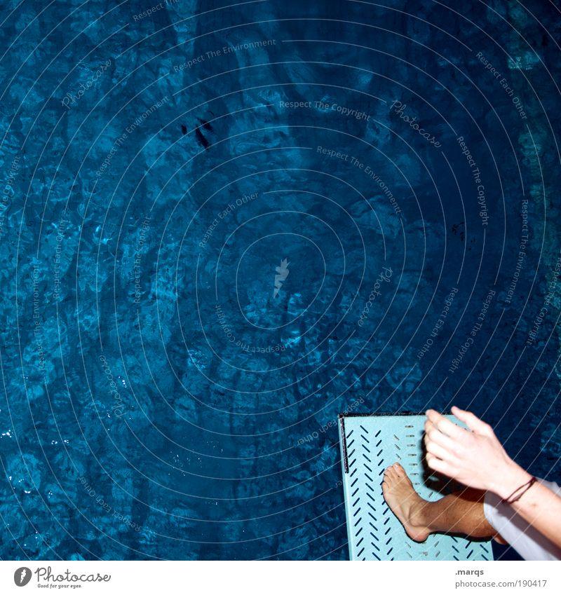 Deep Blue Mensch blau Wasser Hand Leben Sport springen Fuß Freizeit & Hobby Schwimmen & Baden Beginn frei Fröhlichkeit Lifestyle Muster Schwimmbad