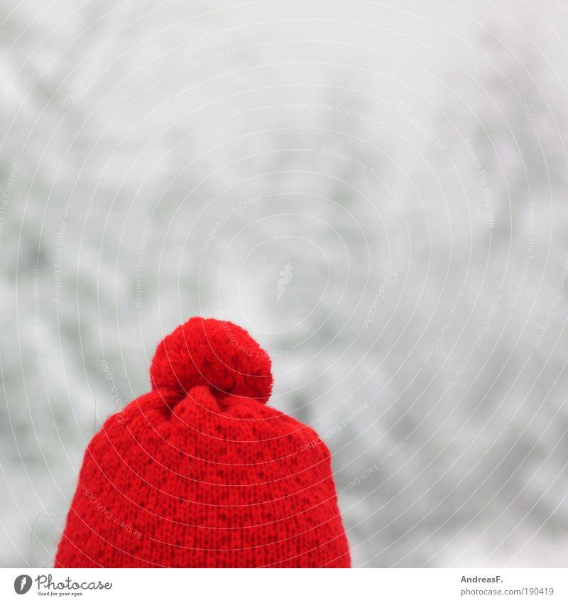 Rotkäppchen Winter Schnee Kopf Haare & Frisuren Bekleidung Mütze frieren kalt Wärme rot wintermütze Wollmütze Quaste bommelmütze Kopfbedeckung Wolle Farbfoto