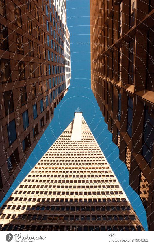 San Francisco Days | Financial District Himmel blau Stadt Fenster Architektur gold Hochhaus Glas groß hoch Beton Wolkenloser Himmel Bankgebäude Stadtzentrum eng