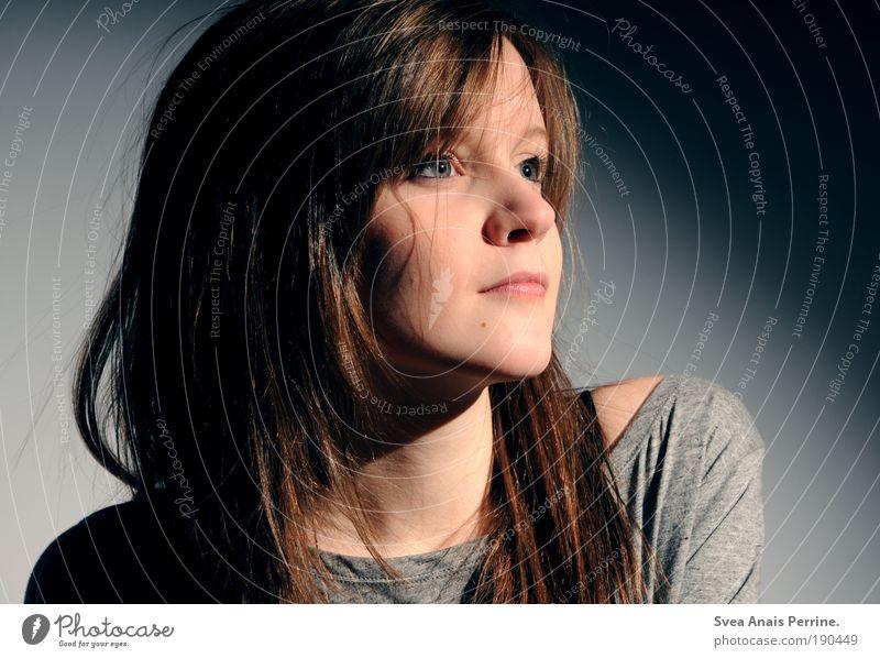 ronda. Mensch Jugendliche blau schön Erwachsene Auge feminin Gefühle Haare & Frisuren Stil elegant warten Mund Nase 18-30 Jahre T-Shirt