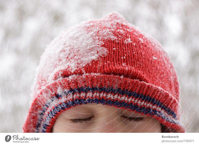 nur geträumt Mensch Kind Mädchen rot Freude Winter Gesicht ruhig kalt Schnee Erholung feminin Spielen träumen Kopf