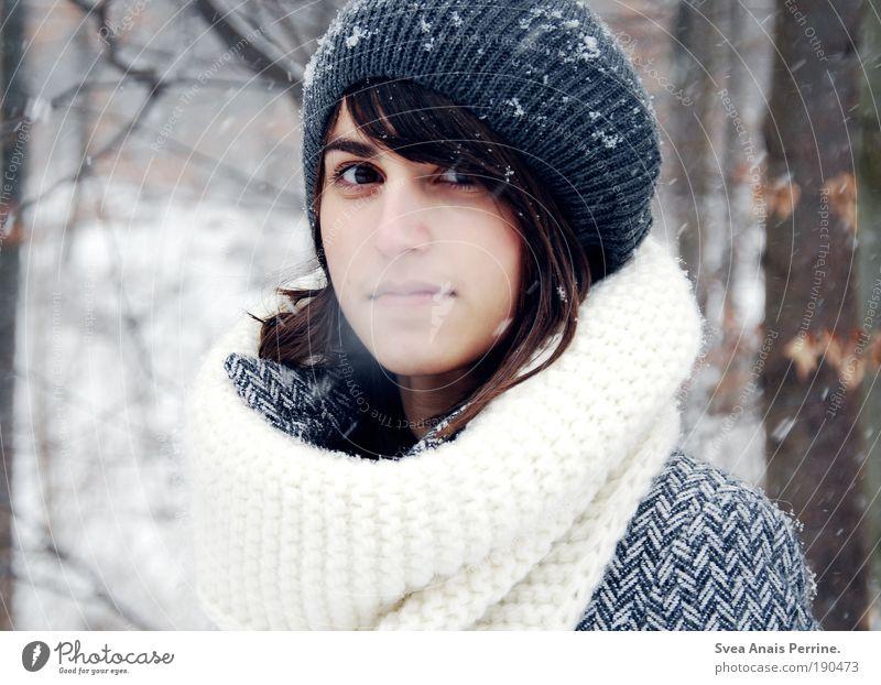 schneeweißchen. Jugendliche blau schön Baum Winter ruhig Gesicht Erwachsene Wald Auge Umwelt feminin Schnee Traurigkeit Stil Schneefall