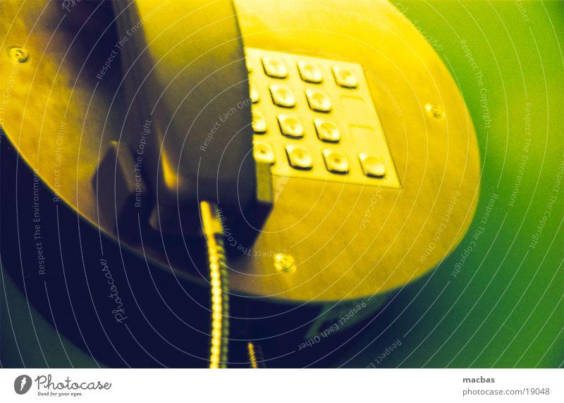 telefon grün gelb Metall Arbeit & Erwerbstätigkeit Eisenbahn Telefon Häusliches Leben Ziffern & Zahlen Publikum Telefonzelle