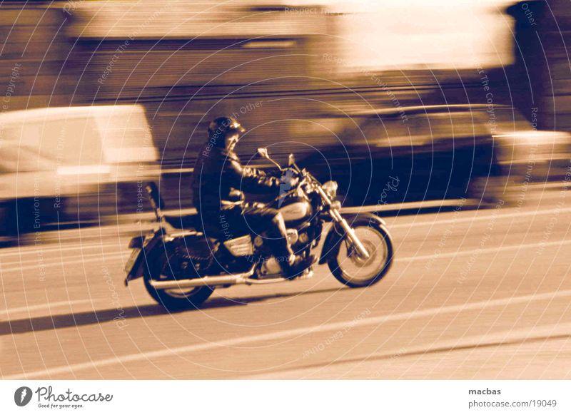 Head out on the highway... Motorrad Motorradfahrer Mitläufer Oldtimer Stadt Verkehr harley Bewegung davidson Straße Energiewirtschaft Mensch alt