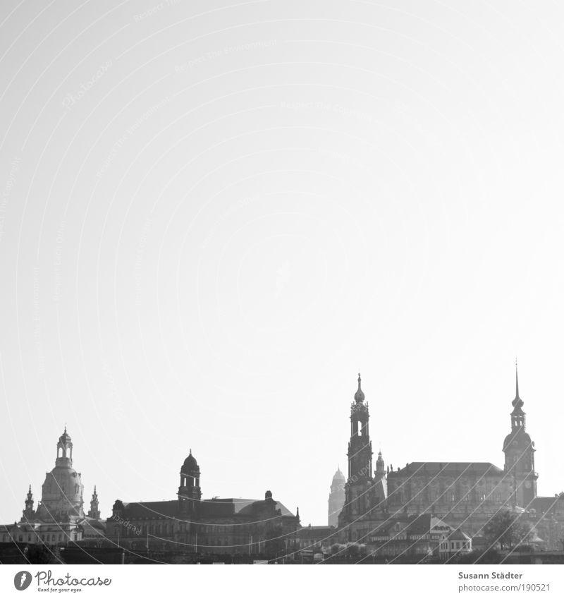 double-d-town Tourismus Sightseeing Ausstellung Kultur Wolkenloser Himmel Dresden Stadt Stadtzentrum Altstadt Skyline Hochhaus Kirche Dom Rathaus Brücke Turm