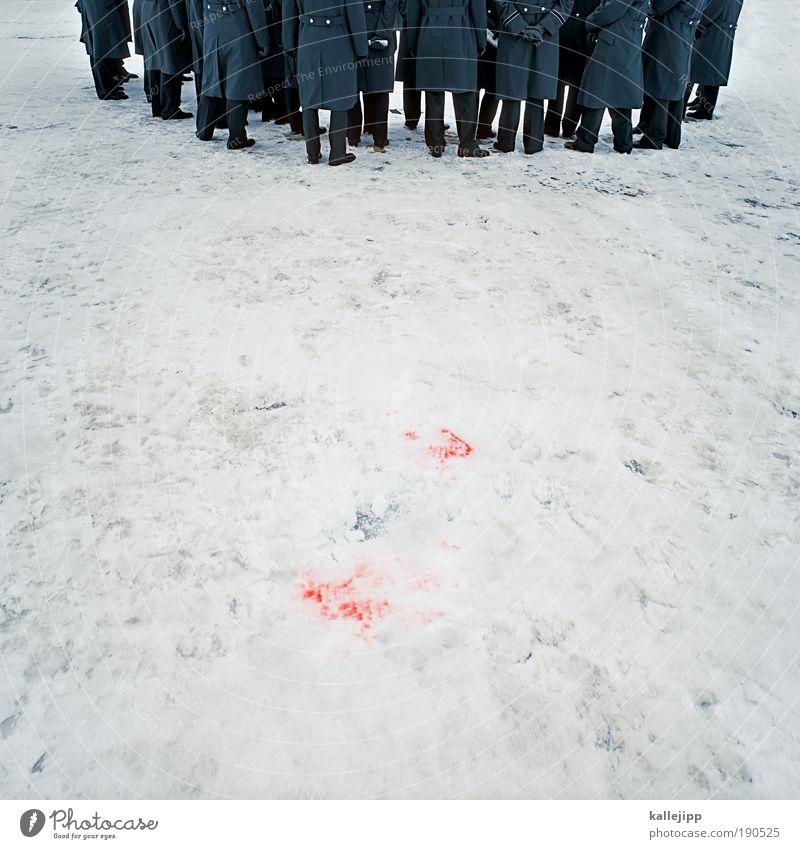 das rosa kaninchen Bildung Beruf Mensch maskulin Mann Erwachsene Leben Rücken Beine Fuß Menschengruppe Menschenmenge stehen rot weiß Schmerz schuldig Angst