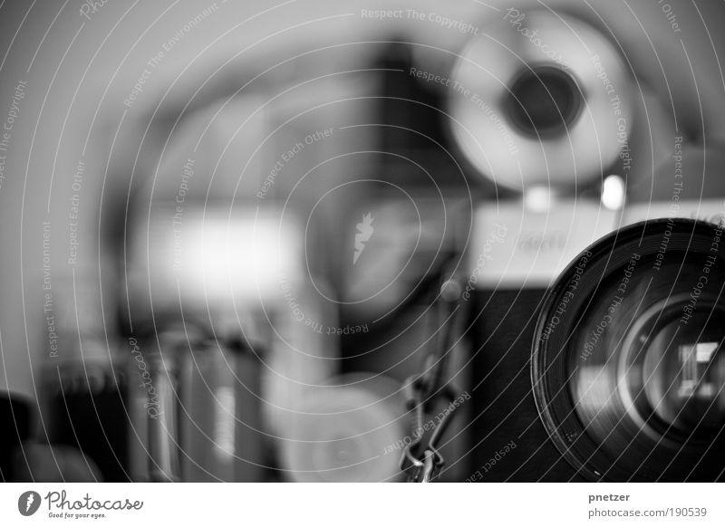 Alte Zeiten? Stil Medienbranche Fotokamera Werkzeug Technik & Technologie Kunst Ausstellung Museum Printmedien Neue Medien alt authentisch gut schwarz silber