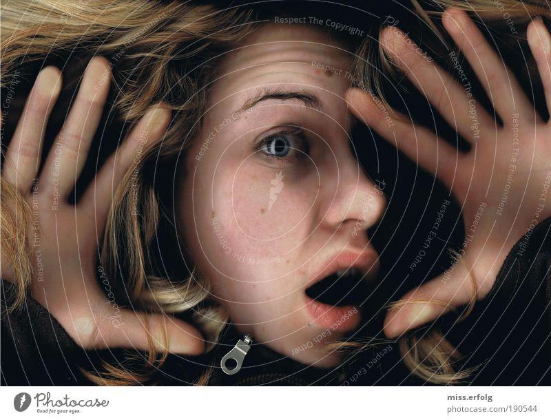 Als ich mein Ziel aus den Augen verlor... Mensch Jugendliche Ferne Frau feminin Haare & Frisuren träumen Traurigkeit Mund Angst blond Farbfoto Gefühle Blick