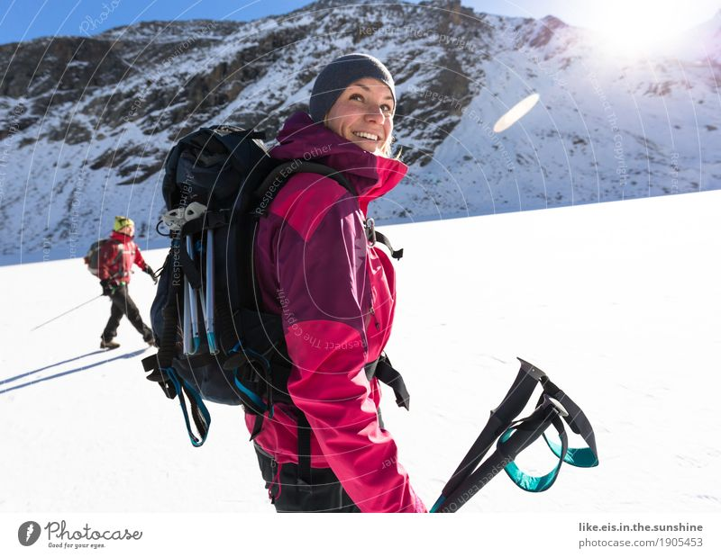 Berge machen glücklich. Mensch Frau Jugendliche Junge Frau schön Winter Berge u. Gebirge Erwachsene Leben Schnee Sport feminin Glück leuchten Zufriedenheit