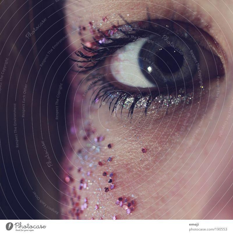 g&g schön Gesicht Schminke Wimperntusche Veranstaltung clubbing Karneval feminin Auge trendy einzigartig blau Iris Pupille Glitter silber violett glanzvoll