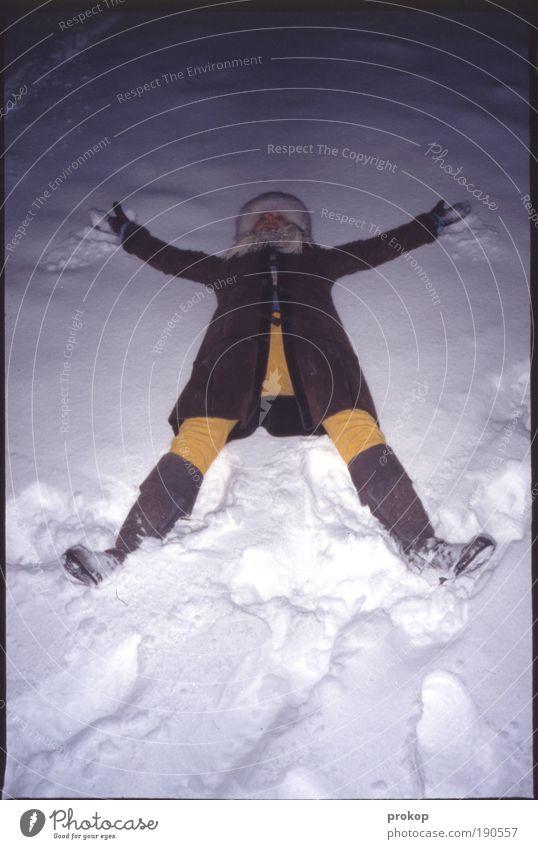 Vom Himmel gefallen... Frau Mensch Jugendliche Freude Winter kalt Schnee feminin Gefühle Freiheit Glück Stimmung Erwachsene Frost liegen