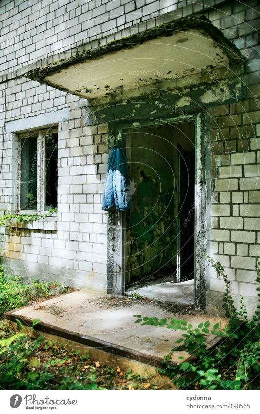 Feierabend Umwelt Gebäude Mauer Wand Fassade Fenster Tür Einsamkeit Erholung Freiheit geheimnisvoll Gelassenheit Idee Leben ruhig stagnierend träumen Verfall