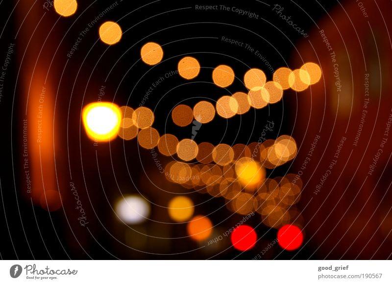 lichter der stadt rot Freude Haus gelb Straße Leben dunkel Gefühle Glück Wege & Pfade Traurigkeit Feste & Feiern Beleuchtung Freizeit & Hobby Verkehr Lifestyle