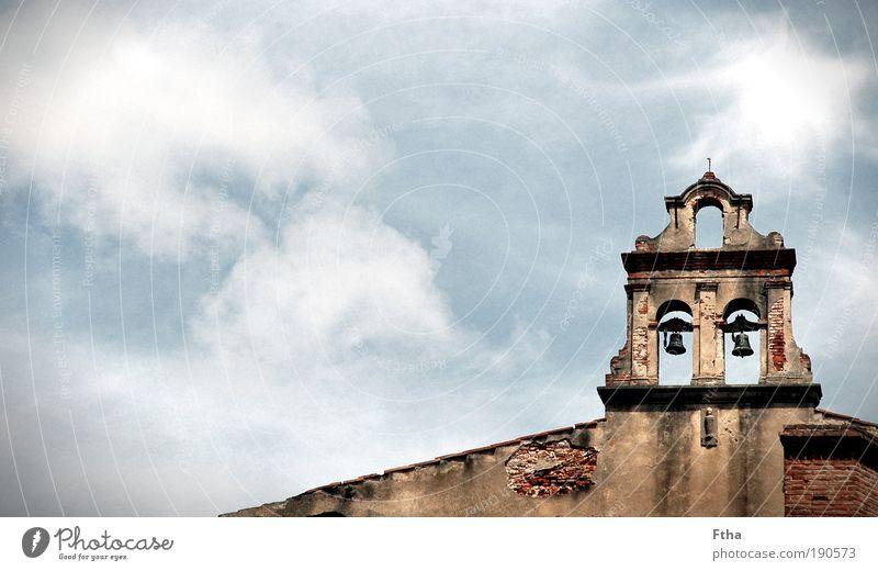 12 Uhr mittags Haus Einfamilienhaus Kirche Ruine Tor Bauwerk Gebäude Architektur Mauer Wand Fassade Dach Sehenswürdigkeit Denkmal ästhetisch Religion & Glaube