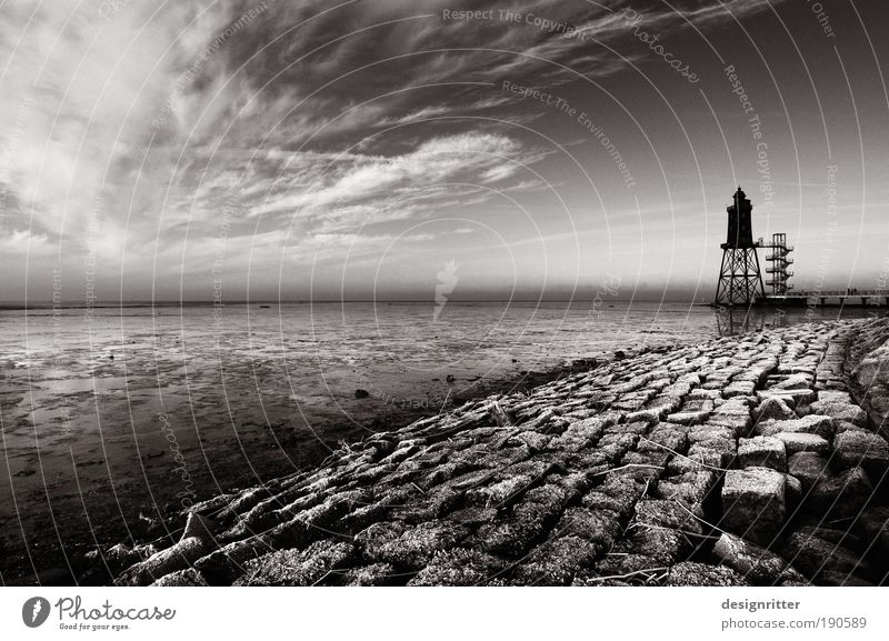 Eiswürfel Himmel Meer Winter Ferien & Urlaub & Reisen ruhig Wolken Landschaftsformen Schwarzweißfoto Küste Angst Wetter Sicherheit gefährlich Turm Klima Schutz