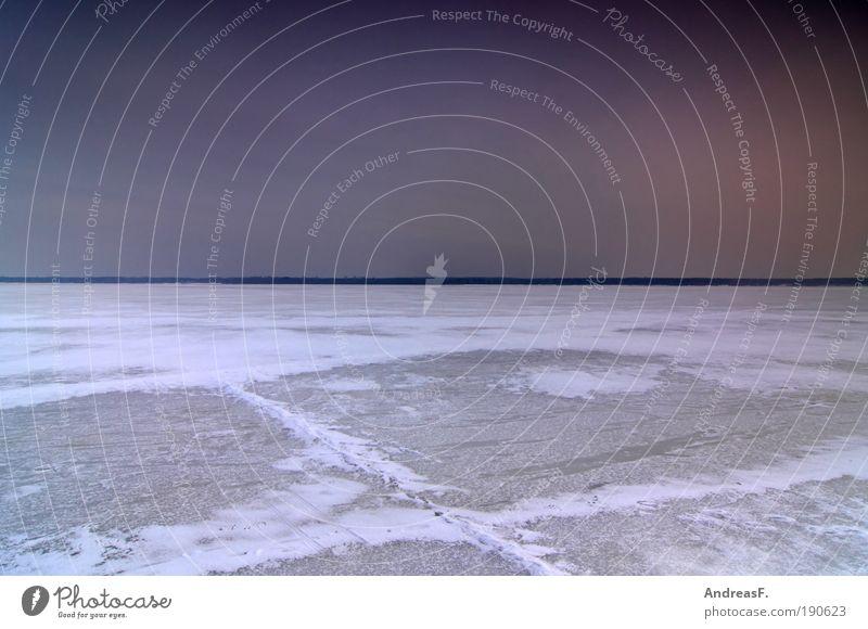 Betreten der Eisfläche auf eigene Gefahr Ferne Winter Schnee Umwelt Natur Landschaft Wasser Gewitter Frost See kalt gefroren Schneelandschaft Horizont