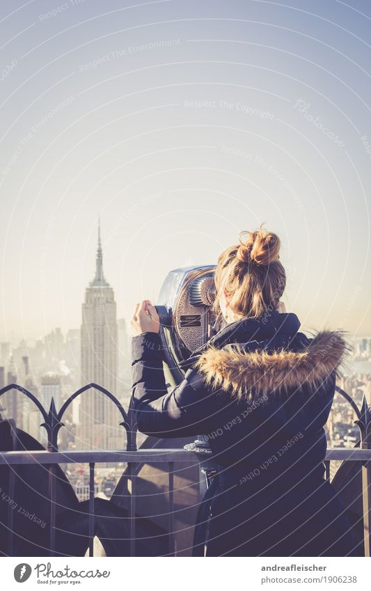 All The Way Up. New York, New York Mensch Ferien & Urlaub & Reisen Jugendliche Junge Frau Ferne Winter 18-30 Jahre Erwachsene kalt feminin Freiheit Tourismus