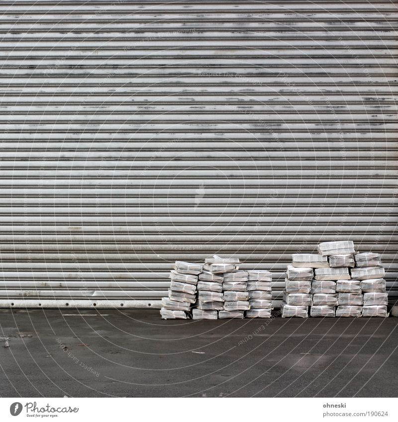 Waiting Arbeit & Erwerbstätigkeit grau abstrakt Tür Örtlichkeit Beruf Kommunizieren Güterverkehr & Logistik Bildung Information Tor Werbung Medien Dienstleistungsgewerbe Wirtschaft Lagerhalle